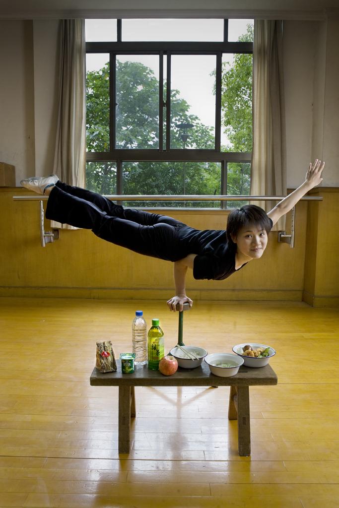Cao-Xiaoli-chinese-acrobat