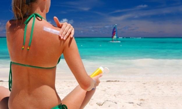 protector-solar-para-laas-pieles-alergicas-en-la-playa