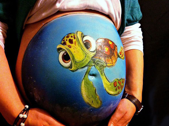 33595_57635_pregnant-bump-painting-carrie-preston-19_584_437