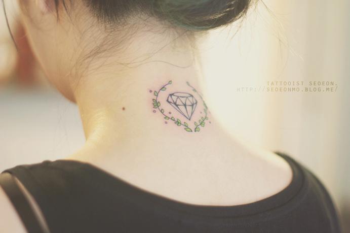 minimalistic-feminine-discreet-tattoo-seoeon-24