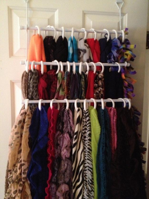 22 maneras creativas para almacenar tus objetos - Como almacenar perchas ...