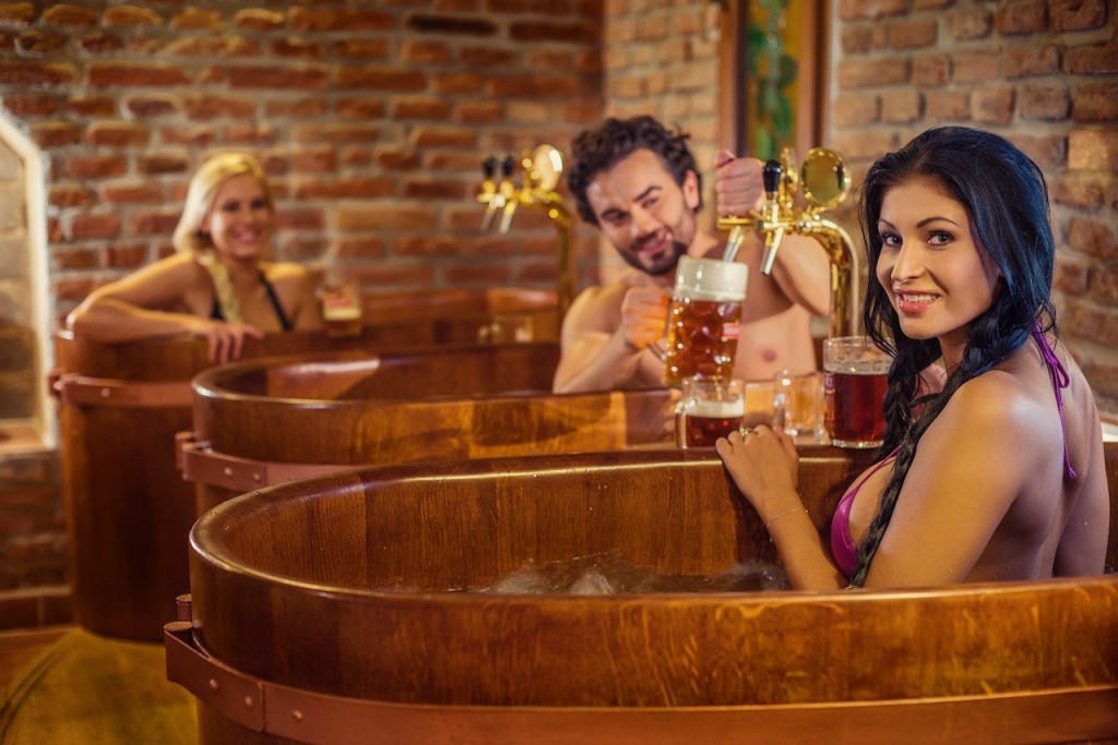 (1)-Relax_in_Oak_Tubs_1_Pivni_Lazne_Spa_Beerland_Prague