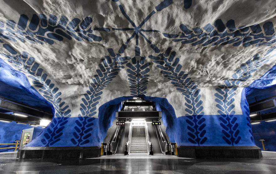 the-most-beautiful-metro-stations-in-the-world-84013