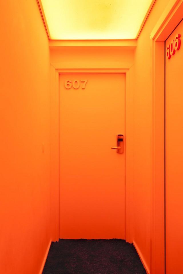 Hospédate en tu color favorito gracias a este hotel ...