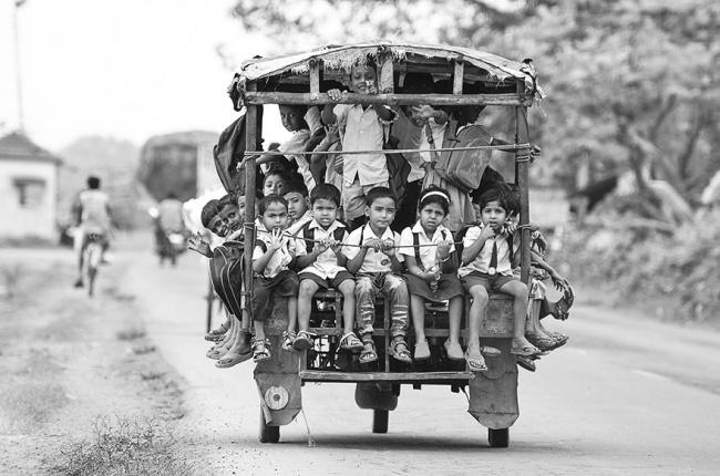 233455-R3L8T8D-650-children-going-to-school-around-the-world-19