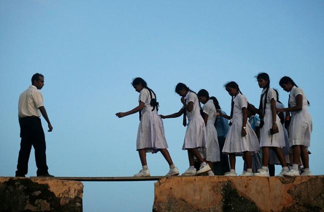 234005-R3L8T8D-650-children-going-to-school-around-the-world-37
