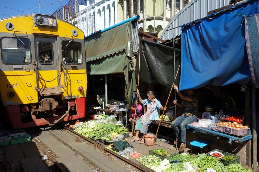 mae-klong-train-market-1-1024x683