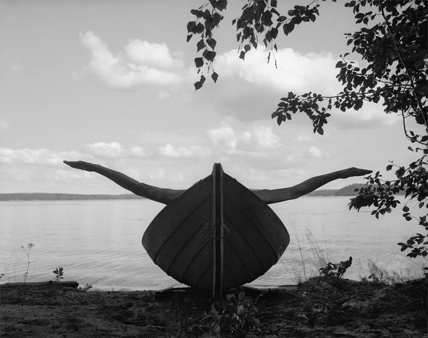 self-portrait-photography-landscape-surreal-arno-rafael-minkkinen-16
