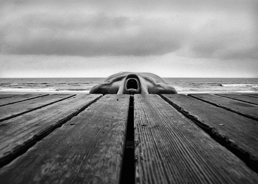 self-portrait-photography-landscape-surreal-arno-rafael-minkkinen-24