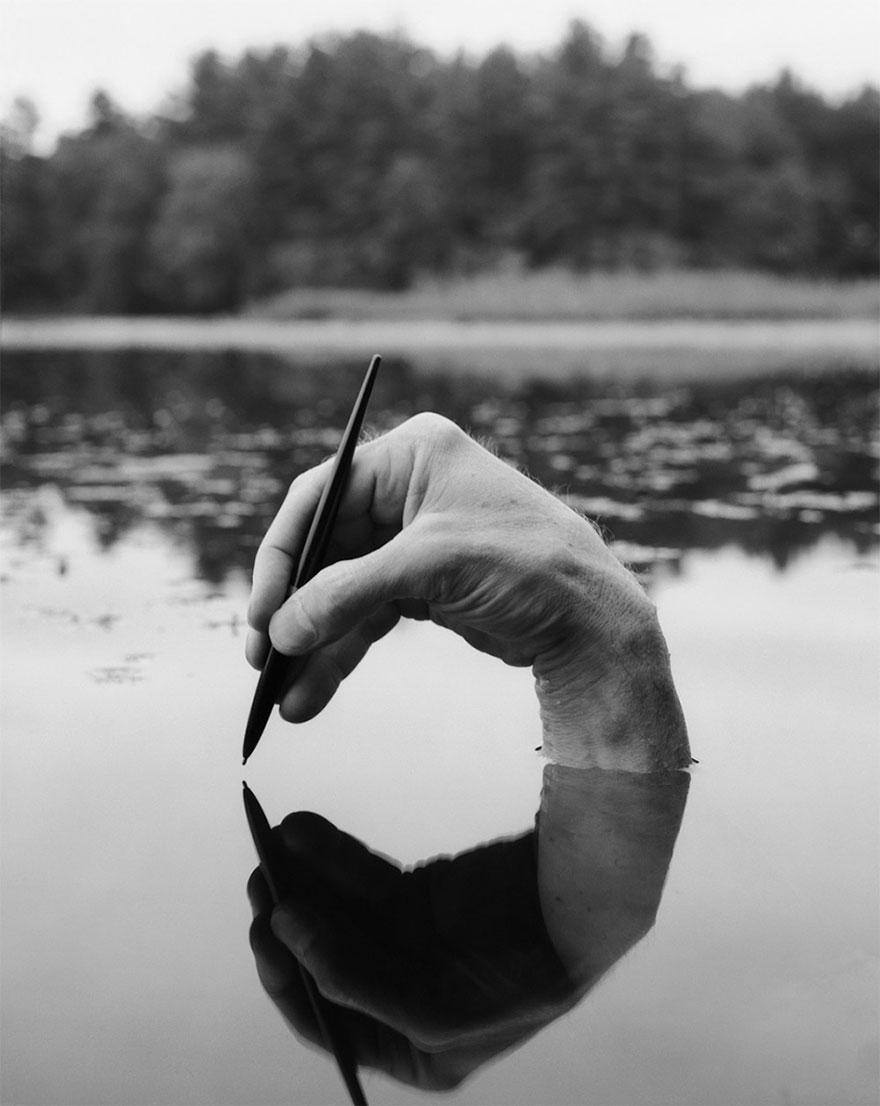 self-portrait-photography-landscape-surreal-arno-rafael-minkkinen-29