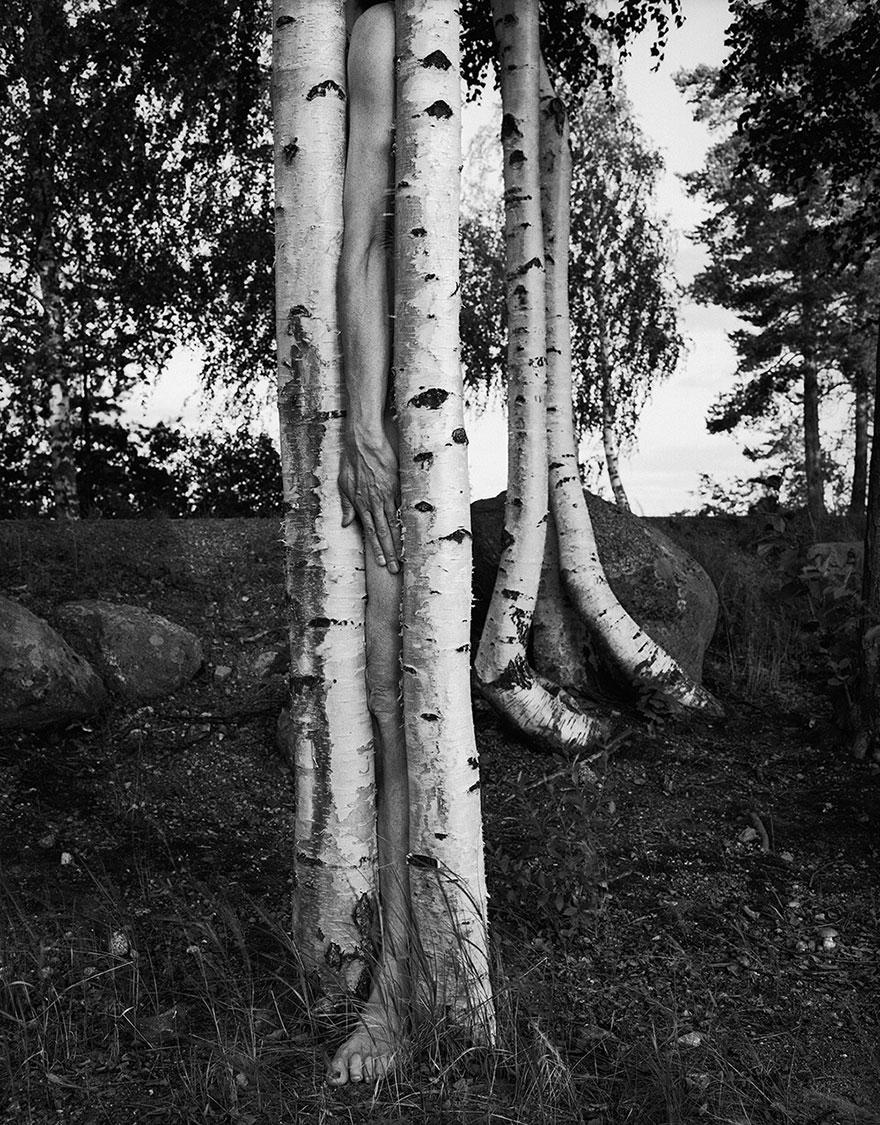 self-portrait-photography-landscape-surreal-arno-rafael-minkkinen-3