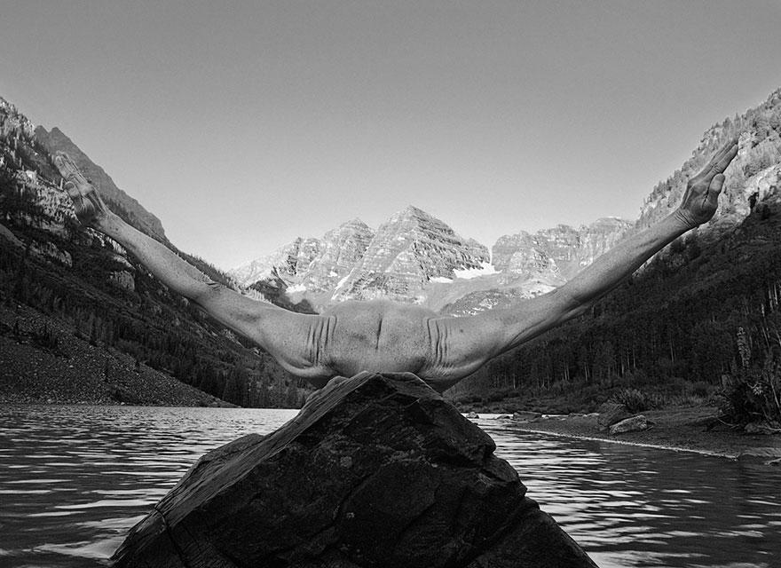 self-portrait-photography-landscape-surreal-arno-rafael-minkkinen-7