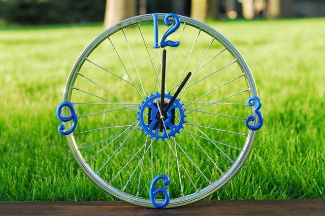 bike-wheel-clock-ehow