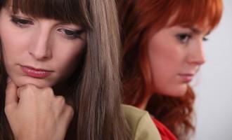 La razón científica de por qué sientes celos por otras mujeres